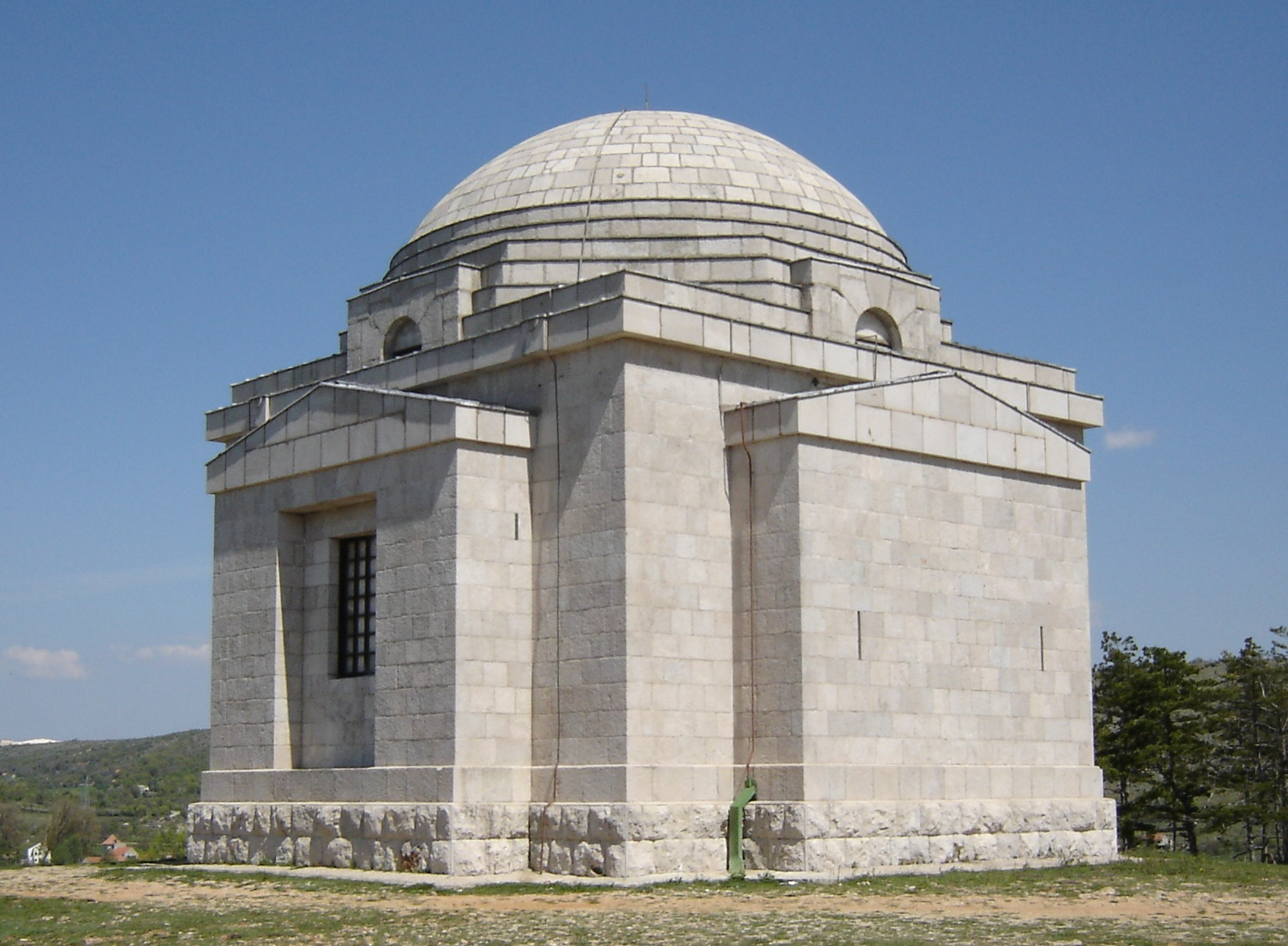 Mestrovic_mausoleum.jpg